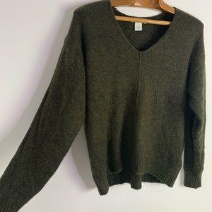 H&M wool blend oversizedolive green V-neck sweater